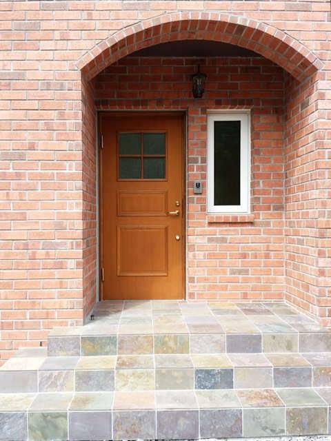 煉瓦の家の玄関