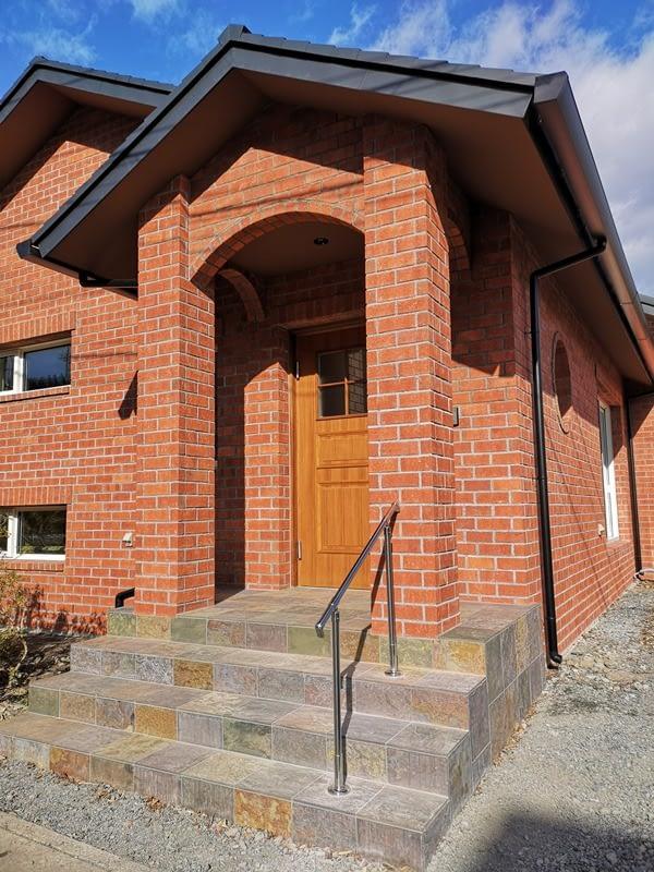 2×8外張断熱煉瓦積み平屋