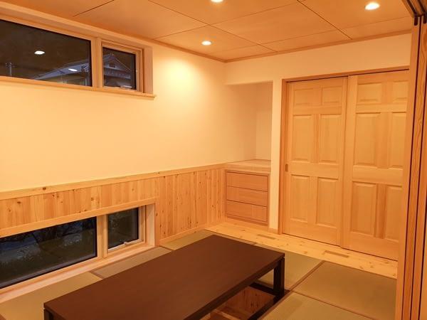堀座卓の有る和室