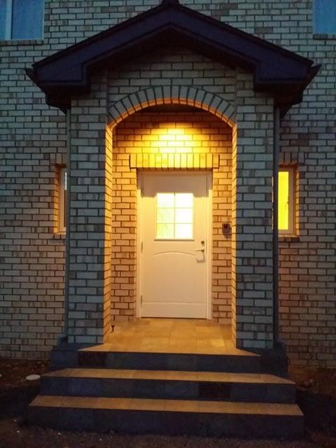 ライトアップされた玄関