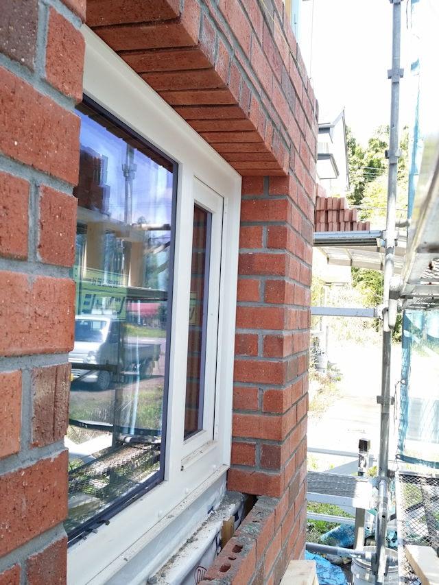煉瓦積み窓